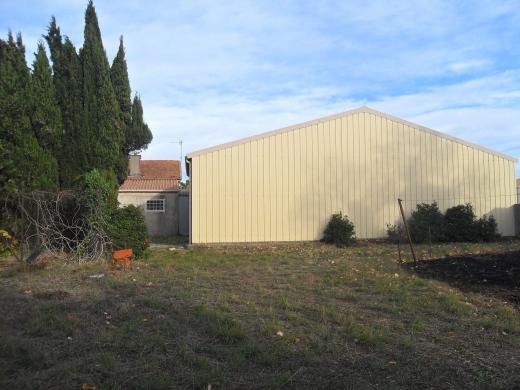 Vente proche carcassonne hangar 125m terrain a batir for Hangar jardin